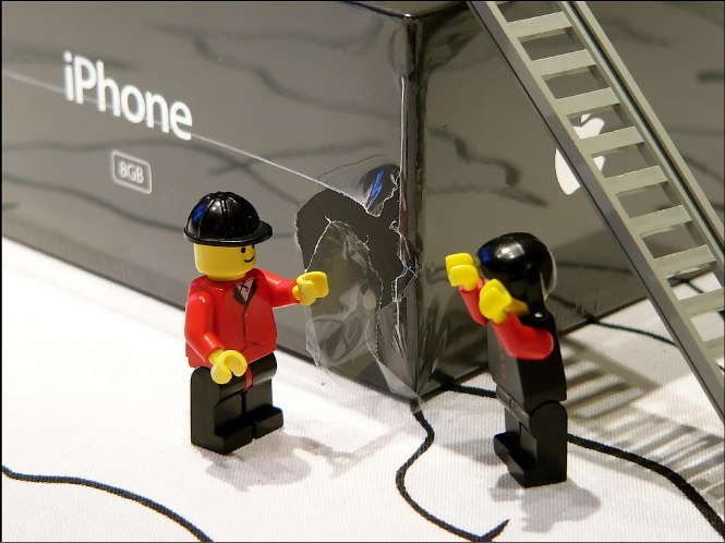 Lego Men iPhone unboxing