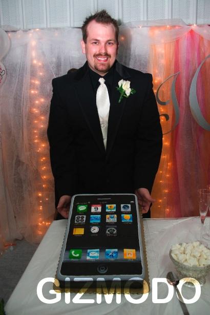 iPhone Tributes Huge iPhone Wedding Cake iSource
