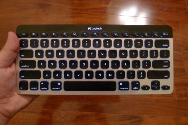 how to turn on backlight on zagg rugged keyboard