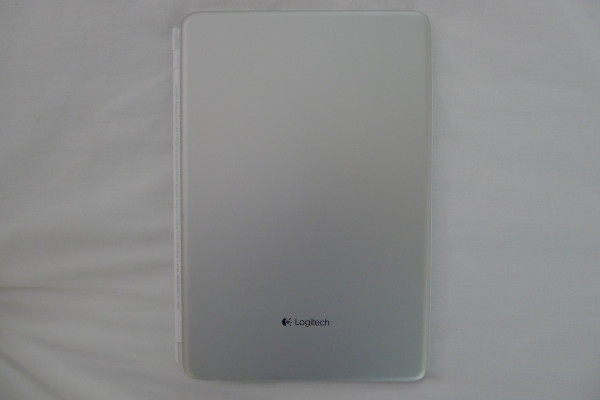 logitech-ultrathin-mini-bottom