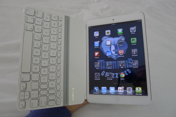 logitech-ultrathin-mini-one-hand