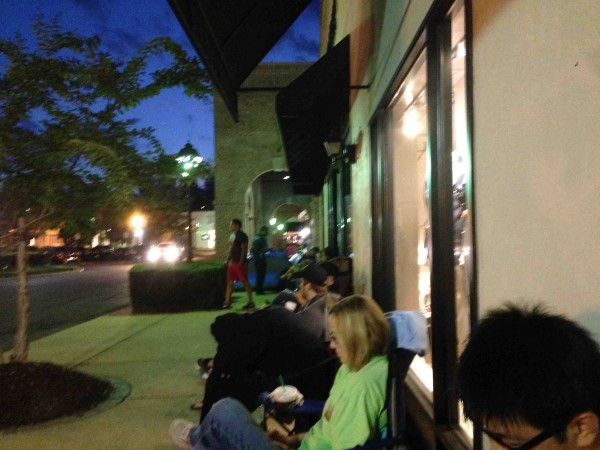 iPhone-launch-line-3