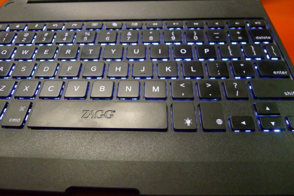 zaggfolio-keyboard-backlight-1